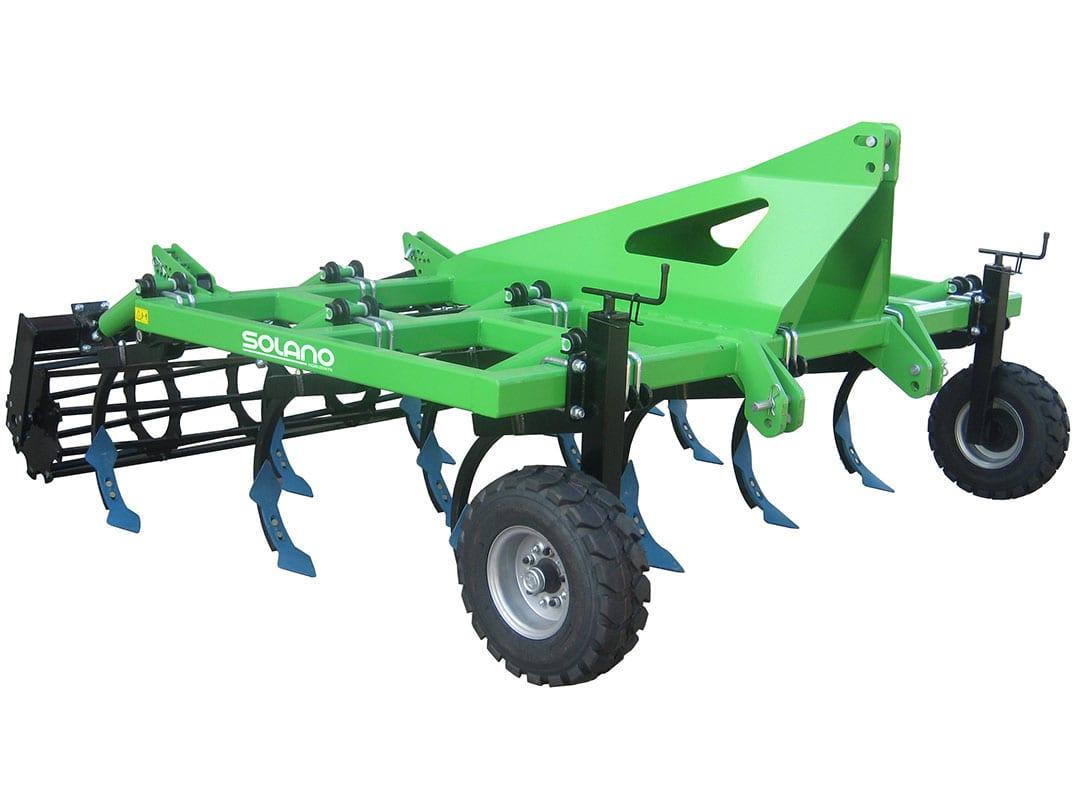 Cultichisel 3 filas brazo 40x40 CHR3 13 con Rodillo 550 y rejas doble corazón con ruedas neumáticas
