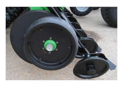 Sistema enterrado disco y rueda compactadora