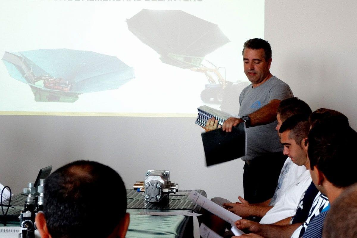 Distribution de la documentation relative à la journée de formation